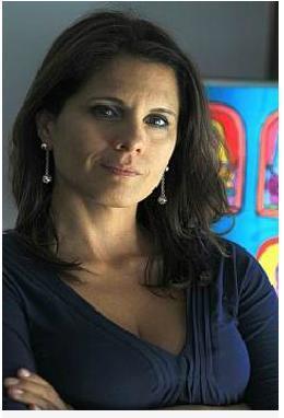 <i>Claudia Cisneros</i>