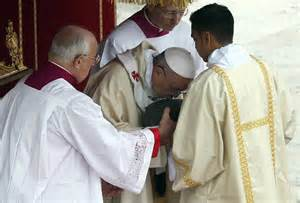 <i>Pope Francis I kisses box allegedly containing the bones of Peter</i>