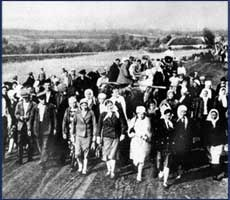 <i>Cherkaschyna deportation: Ukrainians being deported to Nazi Germany for forced labor, 1942.</i>
