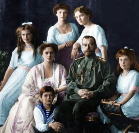 <Tsar Nicolas II and his family.</i>